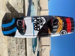 Wakeboard À Force Liquide Mens. Utilisé Une Ou Deux Fois Pas De Problèmes